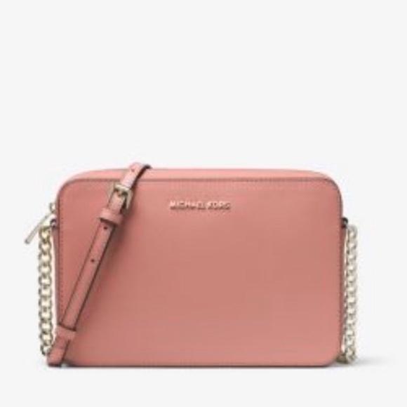 Michael Kors Handbags - Michael Kors crossbody in rose color